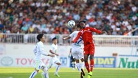 Hai Phong's Jamaican striker Diego Fagan (9) vies for the ball against Hoang Anh Gia Lai's Van Thanh (17) in a V.League match on July 5.