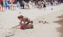 Photos of foreign tourists cleaning up beach lay bare Vietnam's littering problem