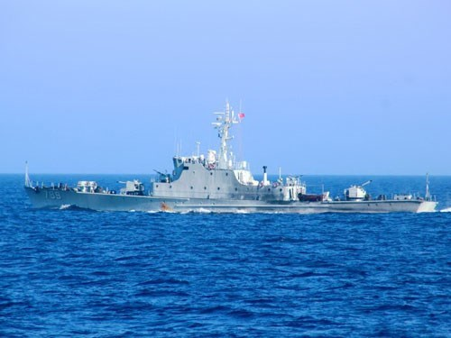 A Chinese military ship in Vietnam's Hoang Sa (Paracel) Archipelago. Photo: Hoang Son
