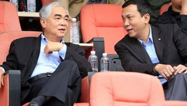 Le Hung Dung, chairman of Vietnam Football Federation (L) and his deputy Tran Quoc Tuan. Photo: Minh Tu