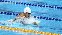 A file photo shows Anh Vien, 19, competing at SEA Games 2015 in Singapore. She has become 1st Vietnamese swimmer to win a medal at a World Cup swimming event. Photo: Doc Lap