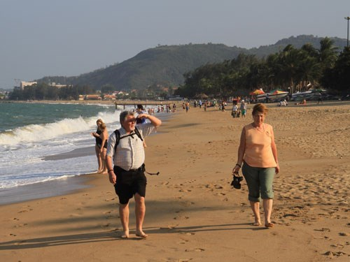 Russian tourists on the beach in Mui Ne, Binh Thuan Province. Photo: Mi Mi
