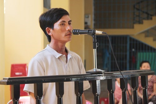 Huynh Ngoc Loc stands trial in Da Nang on August 22, 2015. Photo: Nguyen Tu
