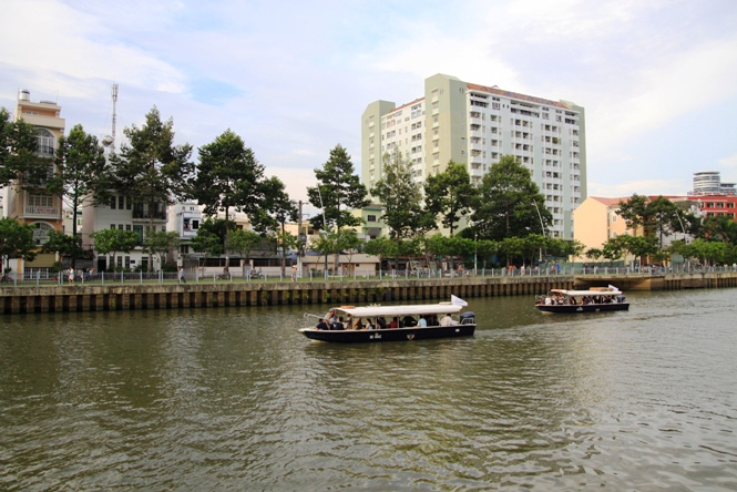 Ho Chi Minh City launches boat tour in downtown canal
