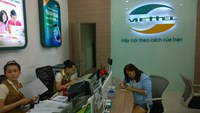 A woman registers for a SIM card at a Viettel service shop in Ho Chi Minh City. Photo. Minh Hung
