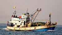 Thai boats fish illegally in Vietnamese waters, ordered to leave