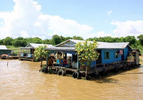 Floating houses of Vietnamese and Cham people on Cambodia's Tonle Sap River. Photo: An Dy