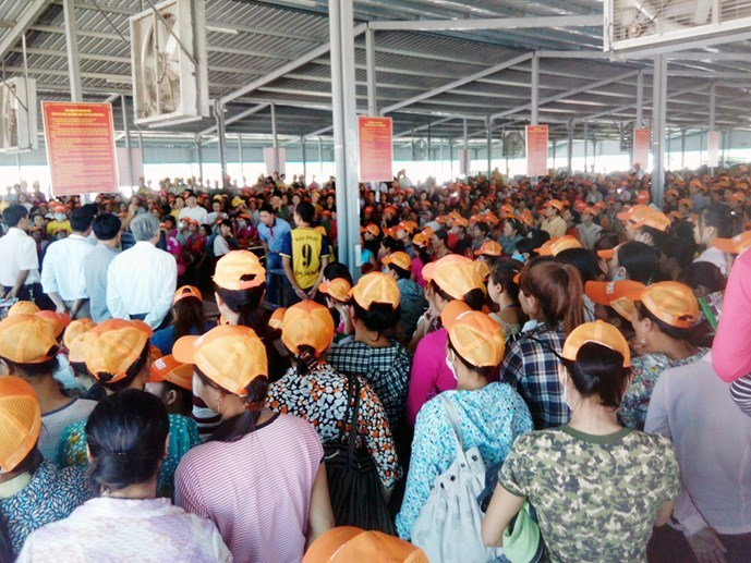 Workers at the Hongfu Vietnam Footwear Co. Ltd. gathered for a dialogue with the company's leaders on October 15. Photo: Ngoc Minh