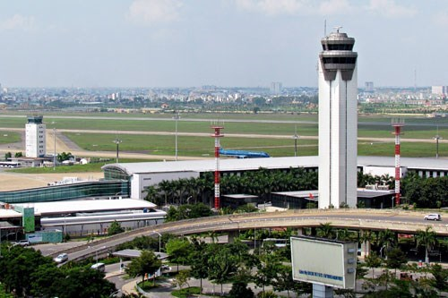The air traffic control tower at Ho Chi Minh City's Tan Son Nhat Airport. Photo: Doc Lap
