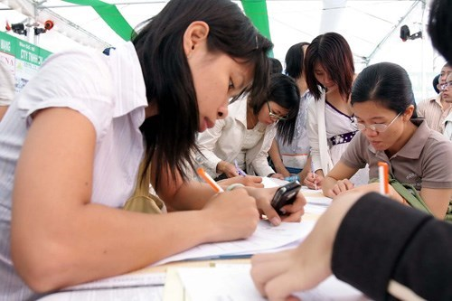 Young people seek opportunities at a job fair in Ho Chi Minh City. Photo: Diep Duc Minh