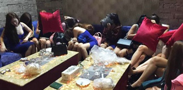 Employees at the Morgan restaurant are caught serving foreign guests in bikinis. Photo credit: HCMC inspectors