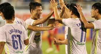 Hoang Anh Gia Lai players celebrate their win over Myanmar on November 24, 2015.  Photo: Thanh Nien
