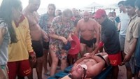 Russian tourist Denis Gurov was rescued on a Nha Trang beach. Photo: Nguyen Chung