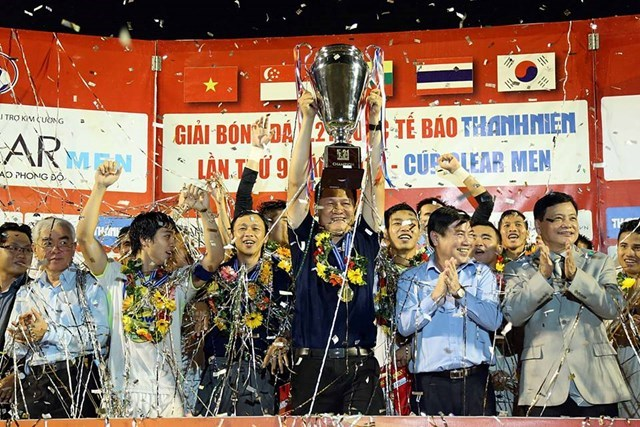 Hoang Anh Gia Lai celebrates their title at the U21 International Football Championships for the second year. Photo: Doc Lap