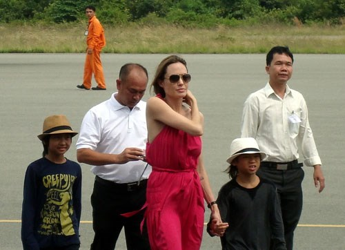 A file photo shows Pax Thien (with white hat), a Vietnamese boy who was adopted by American actress Angelina Jolie in 2007, and his adoptive mother during a visit to his homeland in 2011. Photo credit: Bao Da Nang Dien Tu