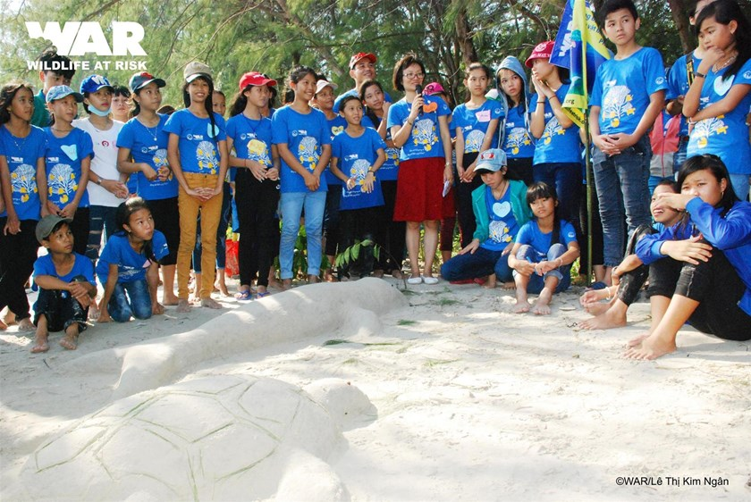 Students on Phu Quoc Island participating in dugong sand sculpture contest. Photo credit: WAR