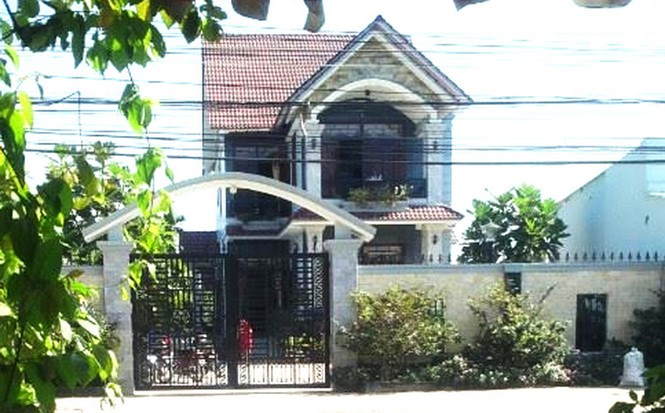 The house of Nguyen Van Ut, a Party official in Long An District, who reported an armed burglary this week