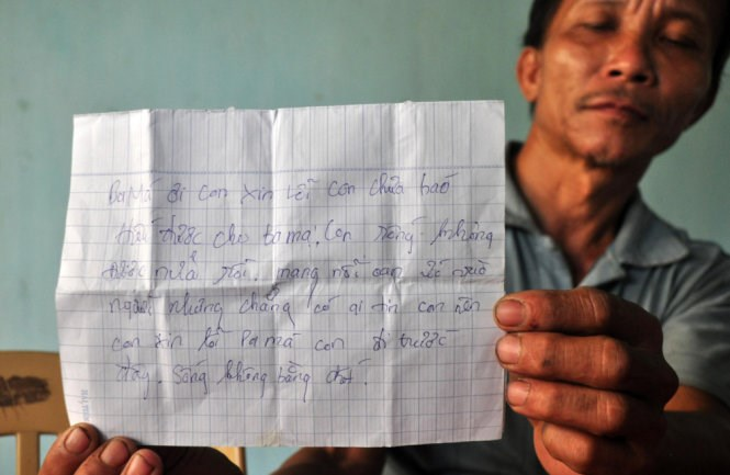 The note that Nguyen Thanh Tam left before committing suicide. Photo credit: Tran Mai/Tuoi Tre