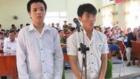 Luong Anh Hao (L) and Nguyen Tan Dung stand trial in Phu Yen Province on January 18, 2016. Photo: Duc Huy