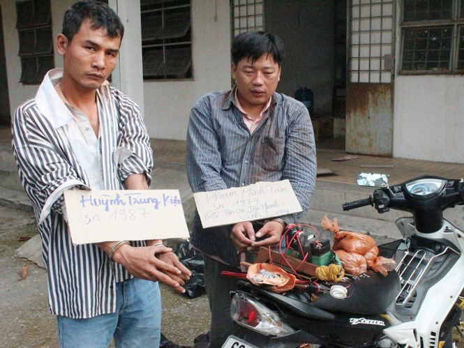 Two dog theft suspects with their motorbike and tools. Photo: Do Truong