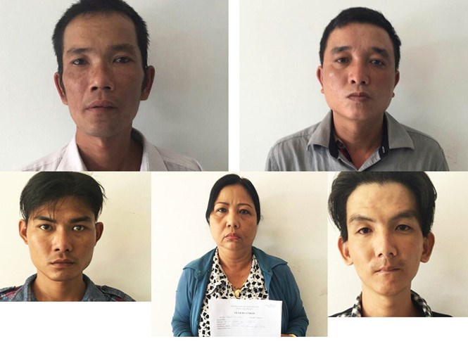 Five alleged members of a robbery gang that has been involved in many crash-and-rob cases in Ho Chi Minh City. Photo: Ngoc Tho