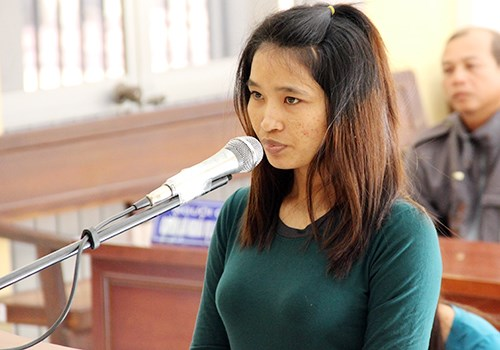 Tran Thi Nit, 29, stands trial in Soc Trang on January 25, 2016. Photo credit: Phuc Hung/VnExpress