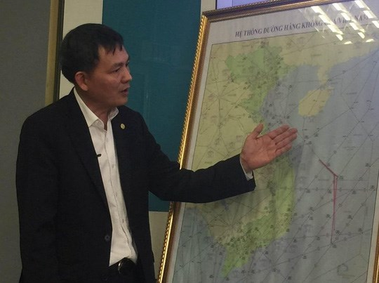 Director Lai Xuan Thanh of the Civil Aviation Authority of Vietnam shows Vietnam's Chu Thap (Fiery Cross) Reef in the East Sea. Photo credit: Minh Anh/Nguoi Lao Dong
