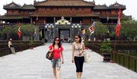 Tourists visiting Hue former citadel in central Vietnam. Photo credit: Nguyen Dong/VnExpress