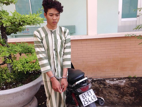 Duong Thanh Canh and his motorbike at the police station. Photo: Do Truong