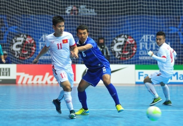 Vietnam plays against Thailand at the AFC Futsal Championships in Uzbekistan. Photo credit: AFC