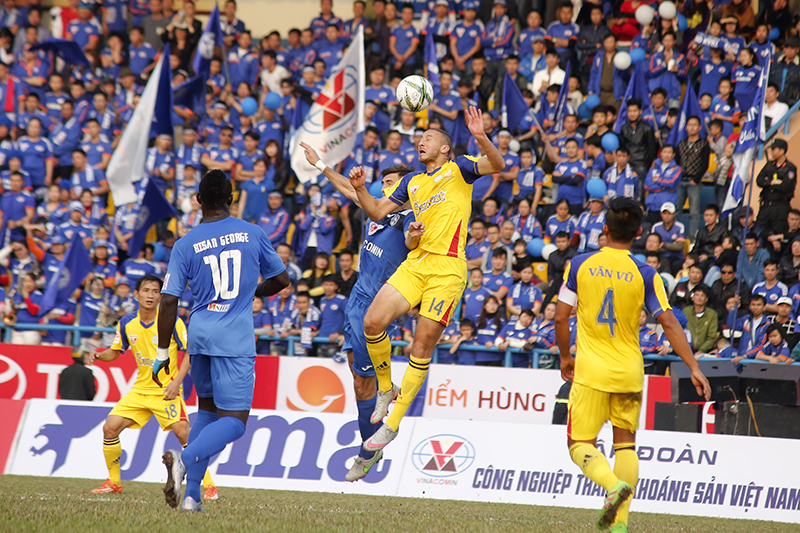 2016 V-League kicks off with violence, one-sided matches