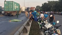 A man was killed after crossing the National Highway 1A in Ho Chi Minh City's Thu Duc District on January 14, 2016. Photo credit: Giao Thong