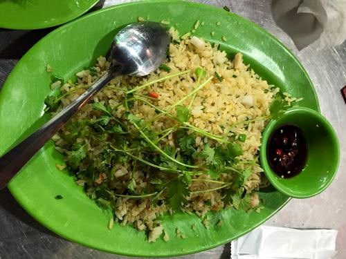 The fried rice that two tourists have said was too expensive and too cold. Photo credit: Nhuc Nhich/VnExpress
