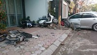 The car crashed and pushed several motorbikes to the sidewalks. Photo credit: VietNamNet