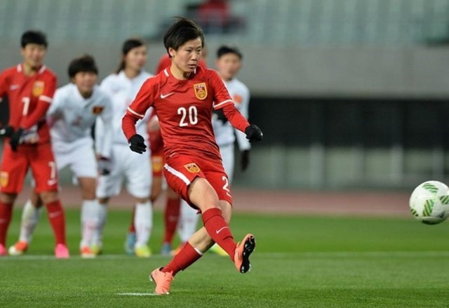 Rui Zhang scores a goal for China from a penalty in an Olympic qualifying match in Osaka on February 29, 2016. Photo credit: AFC