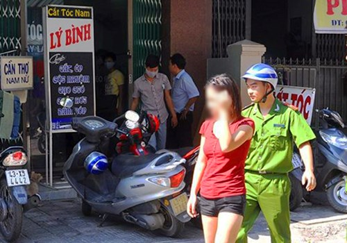 A sex worker at a barbershop in the central city of Da Nang in 2014. Photo credit: Ngoc Truong/VnExpress