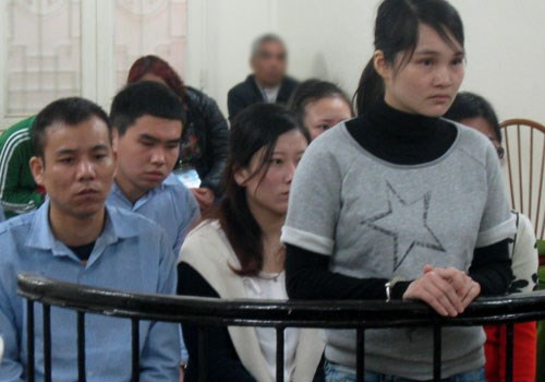 Wang Hui (R) stands trial in Hanoi on March 16, 2016. Photo credit: Viet Dung/VnExpress