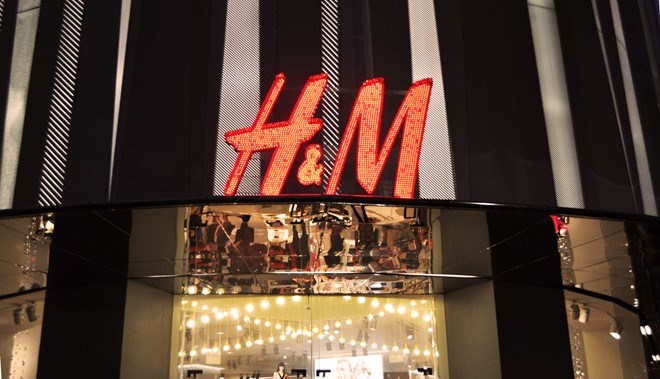 A H&M clothing store in Singapore. Photo credit: Zing News