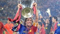 Barcelona captain Carles Puyol holds the Champions League trophy aloft on May 27, 2009. Photo: Reuters