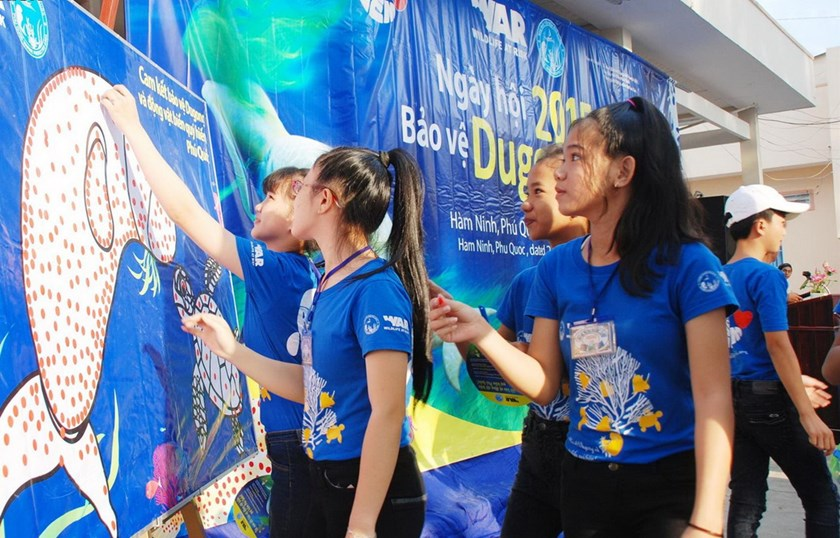 Student on Phu Quoc Island participate in activities to raise awareness on dugong protection organized by Wildlife At Risk in 2015. Photo credit: WAR