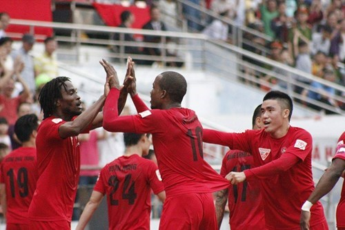 Hai Phong players celebrate a goal against Hoang Anh Gia Lai on April 10. Photo: Le Tan