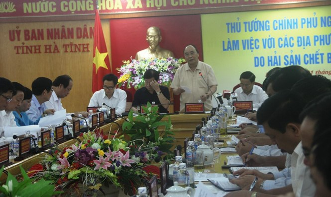 Prime Minister Nguyen Xuan Phuc speaks at a meeting in Ha Tinh Province on May 1, 2016. Photo: Nguyen Dung