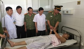 Vietnamese man attempts to commit suicide after stabbing policeman