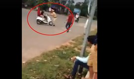 Driver crashes into policeman in northern Vietnam to avoid traffic fine