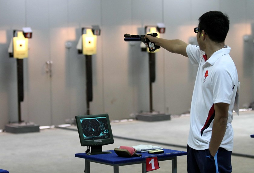 Vietnamese shooter Hoang Xuan Vinh has been qualified for the 2016 Olympics in Rio de Janeiro, Brazil. Photo: Kha Hoa/Thanh Nien