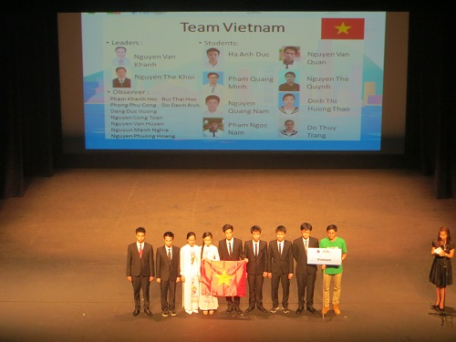 Vietnamese students honored at physics Olympiad