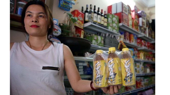 Green tea C2 sold at a supermarket in Hanoi. Latest tests have found the product is safe. Photo: Ngoc Thang/Thanh Nien