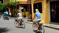Two men arrested for robbing foreign tourists in Hoi An