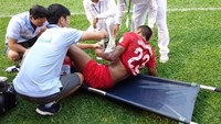 Hoang Anh Gia Lai's striker Osmar Moreira suffers a serious injury in a V.League match against Long An on Sunday. Photo: Kim Chao