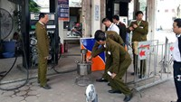 Hanoi officials inspect a gas station in December last year. A total of 13 managers and employees of this station and three other men are involved in a long-running meter fraud scheme. Photo: Nam Anh